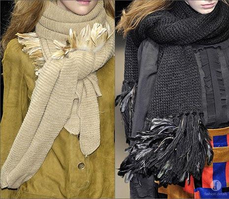 Рамый простой способ завязать шарф - взять квадратную косынку, сложить.