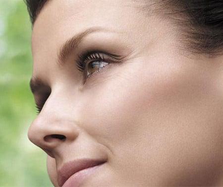 Косметические средства ухаживают за кожей лица