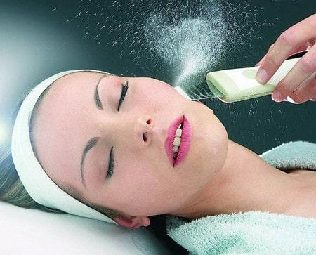 В ходе процедуры химического пилинга кожа очищается