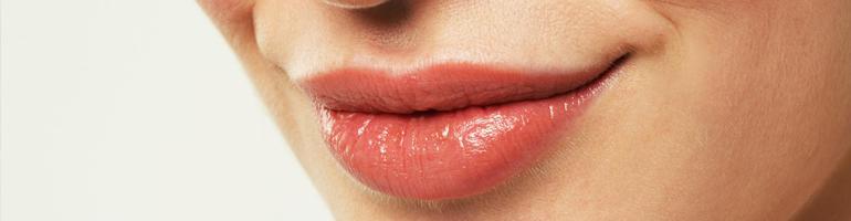 Красивая улыбка всерьёз и надолго: правильный уход за губами после татуажа