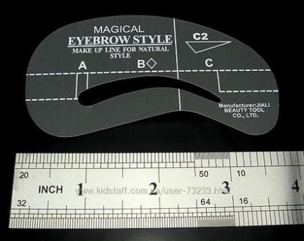 Для облегчения придания бровям желанной формы можно воспользоваться готовыми трафаретами.