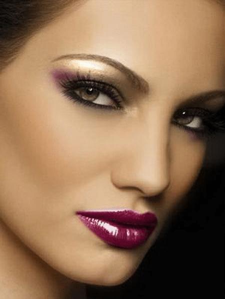 Если вы брюнетка, не бойтесь красить губы ярко