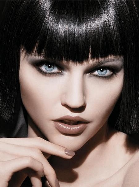 Светлоглазым брюнеткам рекомендуется делать акцент на глаза