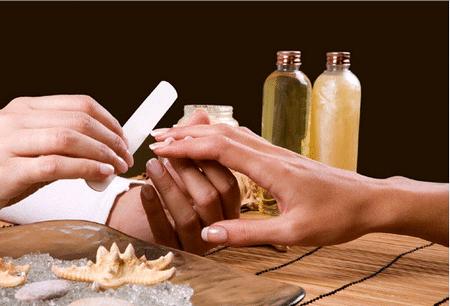 Аквариумный дизайн ногтей следует доверять только опытному мастеру