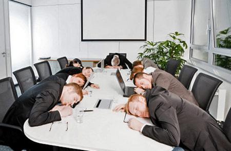 По данным статистики Международной ассоциации здравоохранения 46% жителей больших городов усыпают на работе