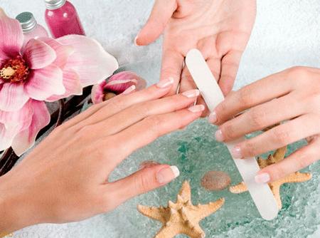 Использование безопасных покрытий и стеклянной пилочки защитит ногти от механических повреждений.