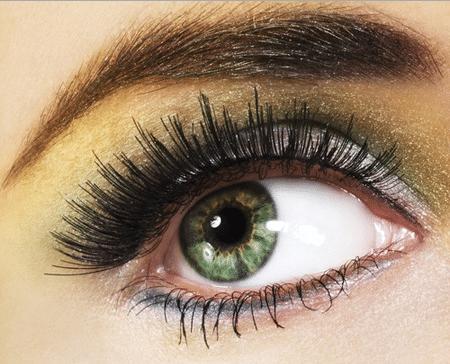 При подборе палитры оттенков главное, чтоб тени не конкурировали по насыщенности и яркости с цветом самих глаз