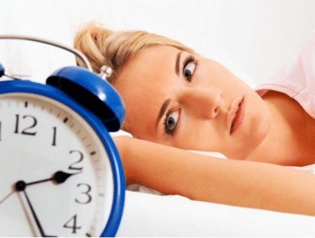 Постарайтесь не смотреть на часы, потому страх не выспаться вреднее самой бессонницы