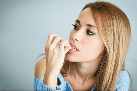 Наращивание ногтей может помочь избавиться от дурной привычки грызть ногти.