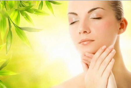 Перед массированием нужно расслабить мышцы лица – это обеспечит превосходный результат