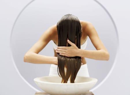 волосы следует вымыть