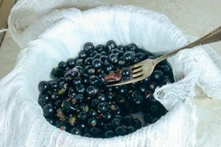 перетирать плоды через марлю