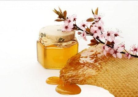 маска из меда и яйца
