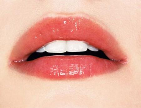 увлажненные губы