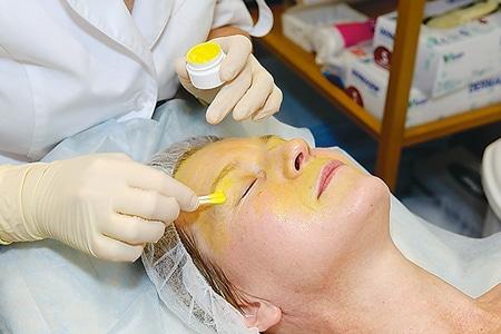 Как правильно сделать ретиноевый пилинг в домашних условия