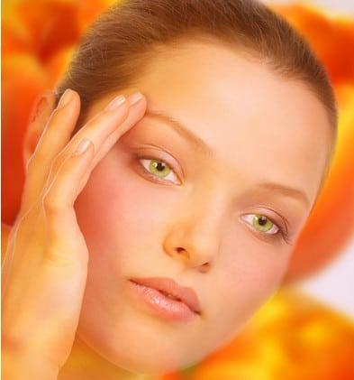 Результатом ухода за кожей вокруг глаз морщинки уйдут и кожа будет гладкой