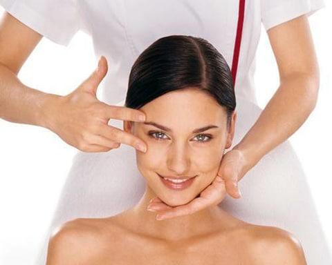 Регулярные маски и массаж разгладят морщинки