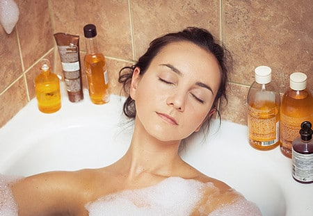 В борьбе с растяжками эффективны эфирные масла