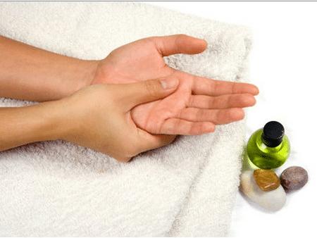 Простейший массаж рук может вернуть вам бодрость за считанные минуты