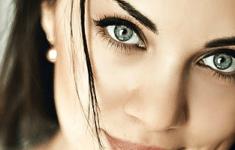 Макияж для зеленоглазых брюнеток: подбор палитры для макияжа по цветотипу