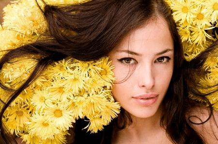 Настои трав увлажняют и питают ваши волосы