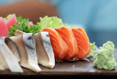 В японской диете предусмотрены два вида рыбы. Постная – для приготовления на пару или отваривания, и жирная - для жарки