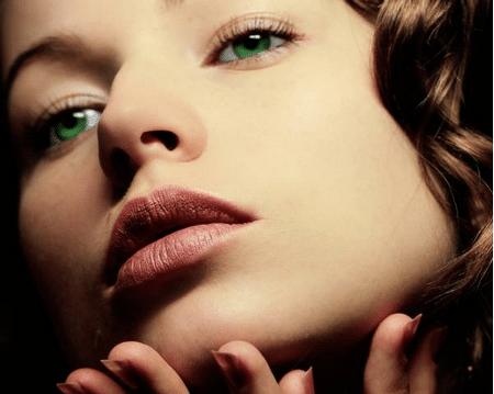 Чтобы подчеркнуть украшение подаренное природой, повседневный макияж для зеленых глаз должен создаваться с учетом эти цветовых нюансов