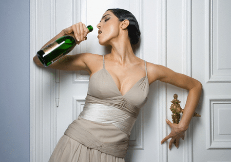Старинное русское лекарство «выпить с горя» может серьезно ухудшить ситуацию. Не увлекайтесь этим