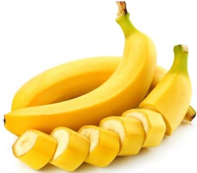 Банан прекрасно питает кожу
