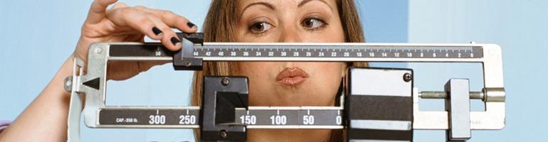 Как правильно взвешиваться на электронных весах?